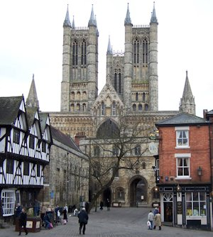 Lincoln_Cathedral_from_Castle