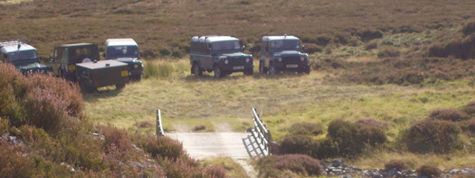 landrovers_of_grouse_shooting_party